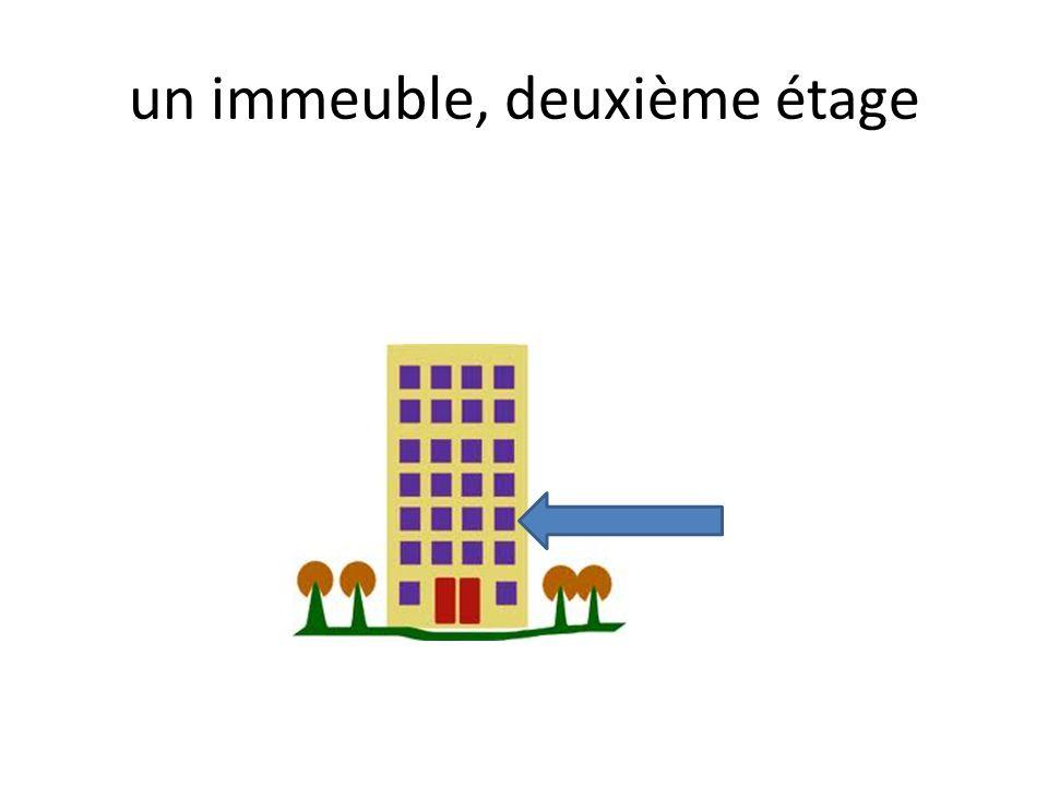 un immeuble, deuxième étage