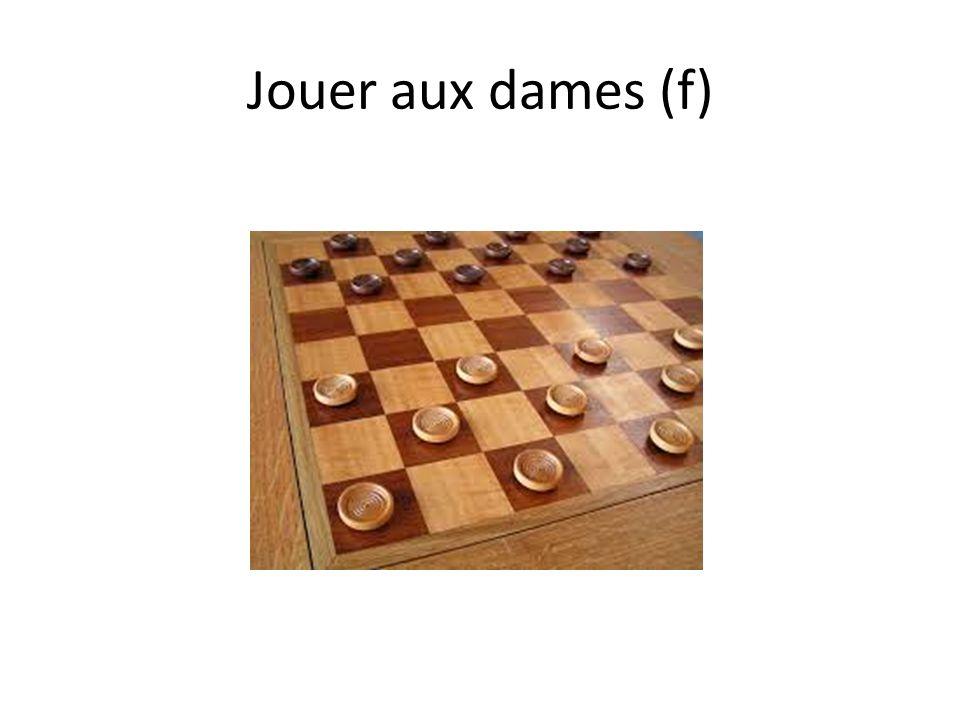 Jouer aux dames (f)