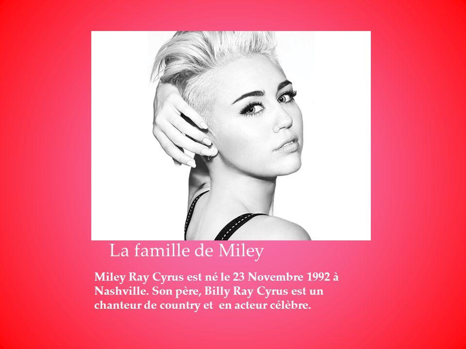 Miley Ray Cyrus est né le 23 Novembre 1992 à Nashville. Son père, Billy Ray Cyrus est un chanteur de country et en acteur célèbre. La famille de Miley