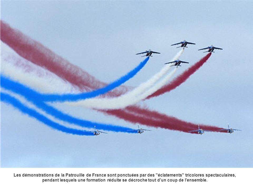 Les démonstrations de la Patrouille de France sont ponctuées par des