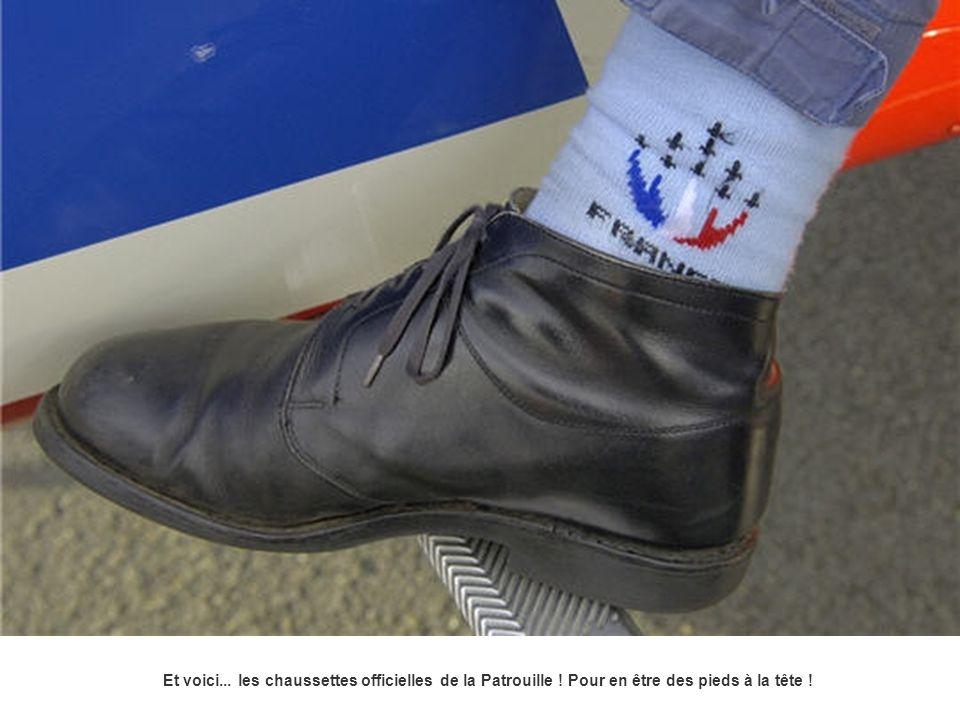 Et voici... les chaussettes officielles de la Patrouille ! Pour en être des pieds à la tête !
