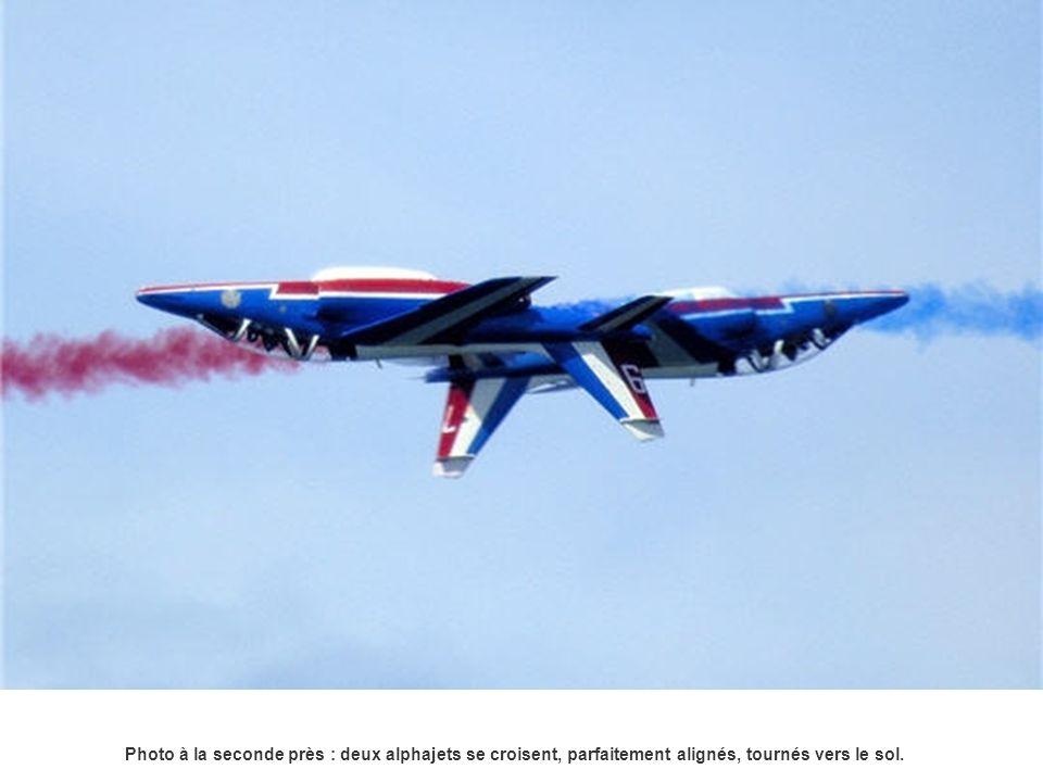 Le photographe Pascal Le Fichant a accordé une attention particulière, lors de son reportage, sur le travail des 32 mécaniciens de la Patrouille de France.