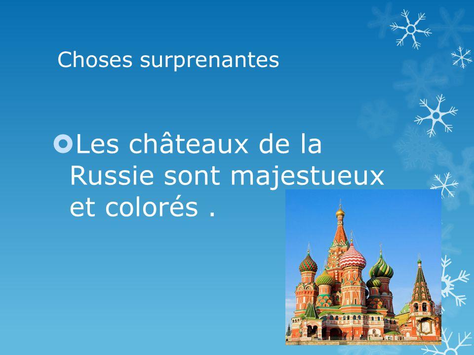 Choses surprenantes Les châteaux de la Russie sont majestueux et colorés.