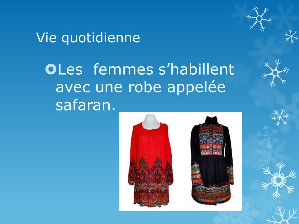 Vie quotidienne Les femmes shabillent avec une robe appelée safaran.