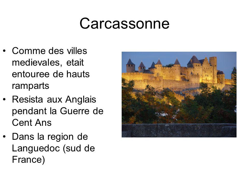 Carcassonne Comme des villes medievales, etait entouree de hauts ramparts Resista aux Anglais pendant la Guerre de Cent Ans Dans la region de Languedo