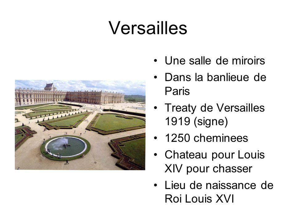 Versailles Une salle de miroirs Dans la banlieue de Paris Treaty de Versailles 1919 (signe) 1250 cheminees Chateau pour Louis XIV pour chasser Lieu de naissance de Roi Louis XVI