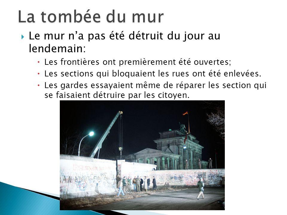 Le mur na pas été détruit du jour au lendemain: Les frontières ont premièrement été ouvertes; Les sections qui bloquaient les rues ont été enlevées. L