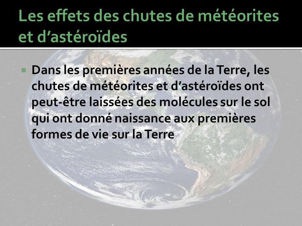 Dans les premières années de la Terre, les chutes de météorites et dastéroïdes ont peut-être laissées des molécules sur le sol qui ont donné naissance aux premières formes de vie sur la Terre