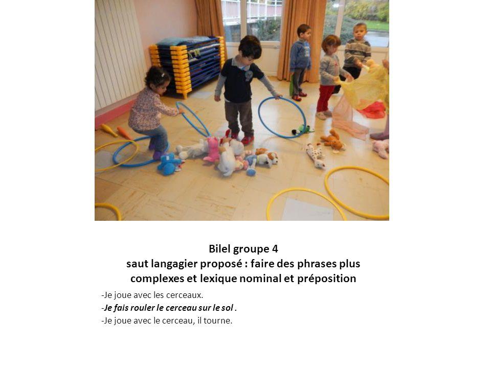Bilel groupe 4 saut langagier proposé : faire des phrases plus complexes et lexique nominal et préposition -Je joue avec les cerceaux. -Je fais rouler