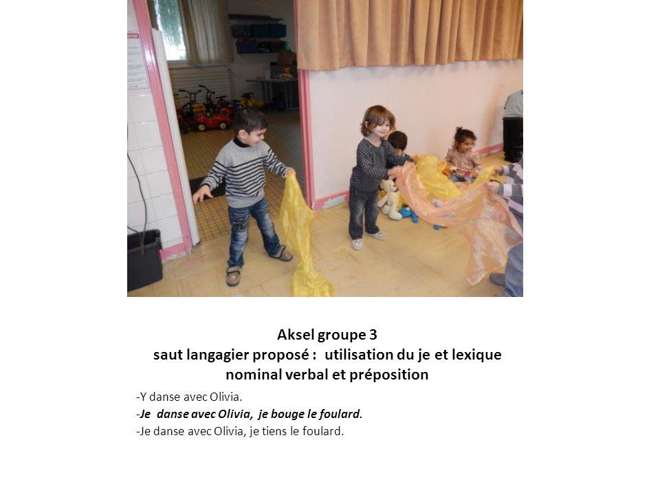 Aksel groupe 3 saut langagier proposé : utilisation du je et lexique nominal verbal et préposition -Y danse avec Olivia. -Je danse avec Olivia, je bou