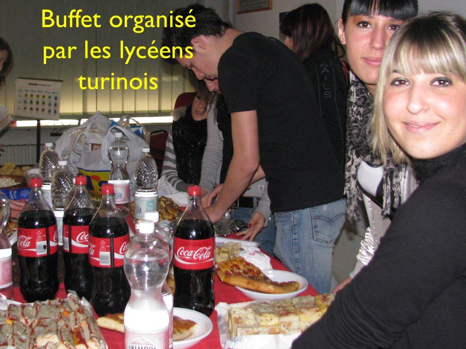 Buffet organisé par les lycéens turinois