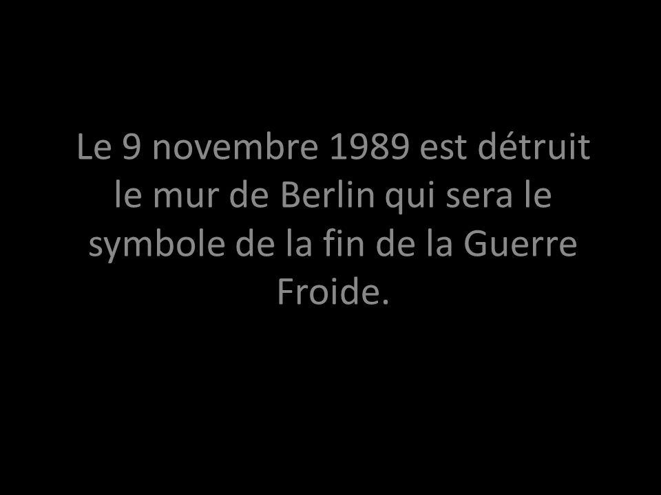 Le 9 novembre 1989 est détruit le mur de Berlin qui sera le symbole de la fin de la Guerre Froide.