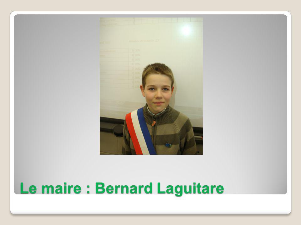 Le maire : Bernard Laguitare