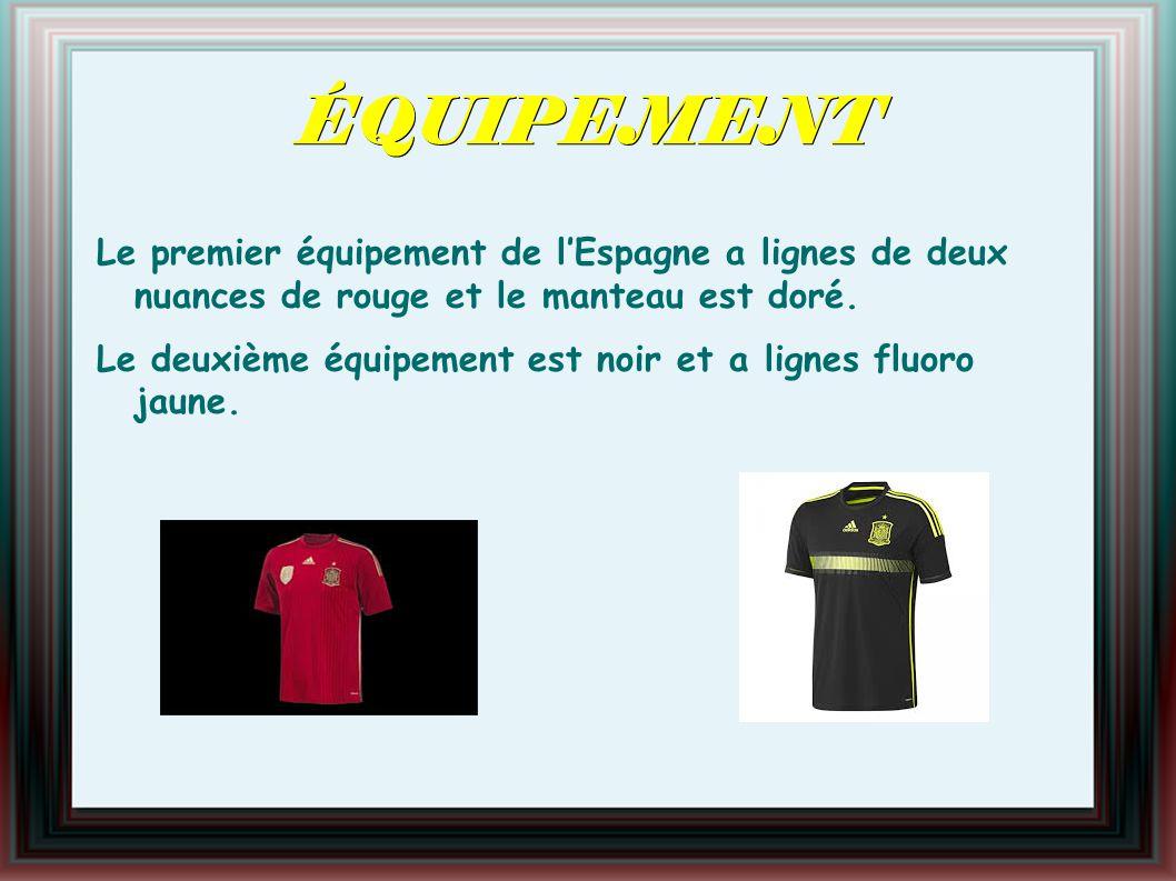 ÉQUIPEMENT Le premier équipement de lEspagne a lignes de deux nuances de rouge et le manteau est doré.