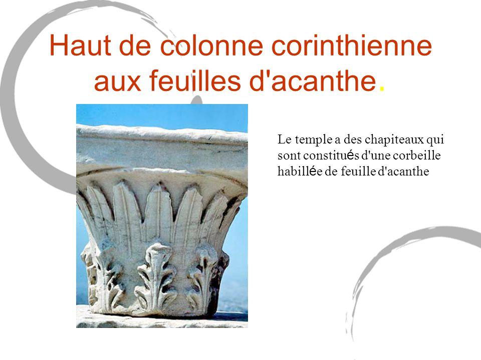Haut de colonne corinthienne aux feuilles d'acanthe. Le temple a des chapiteaux qui sont constitu é s d'une corbeille habill é e de feuille d'acanthe