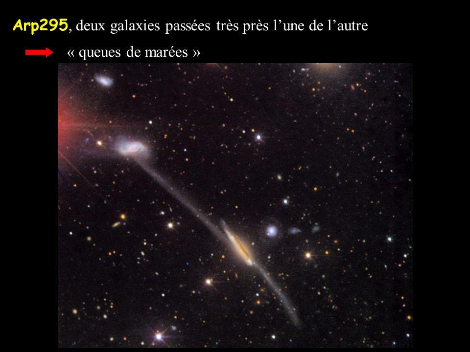 Arp295, deux galaxies passées très près lune de lautre « queues de marées »
