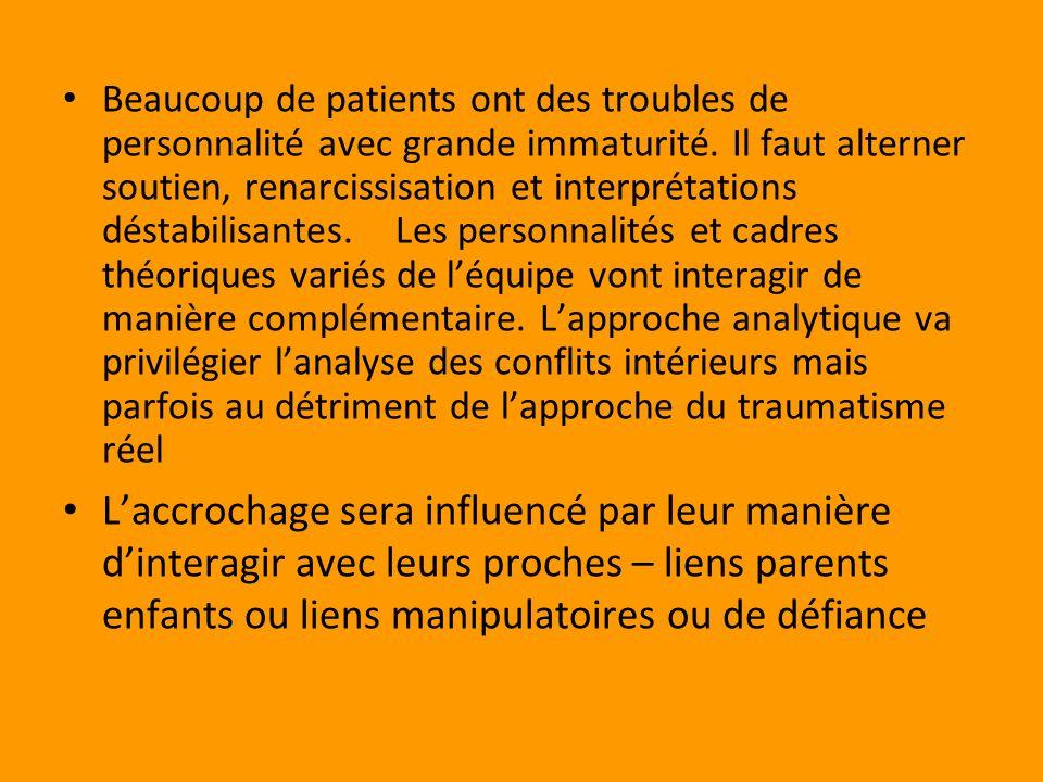 Beaucoup de patients ont des troubles de personnalité avec grande immaturité.