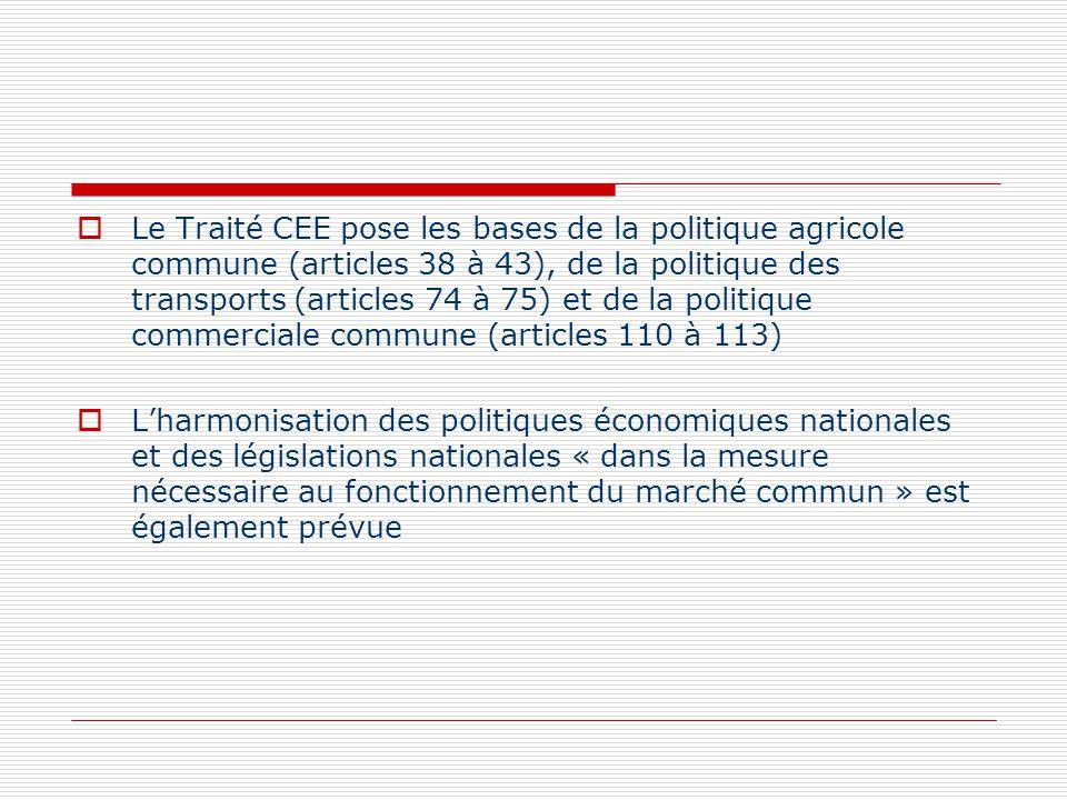 Le Traité CEE pose les bases de la politique agricole commune (articles 38 à 43), de la politique des transports (articles 74 à 75) et de la politique