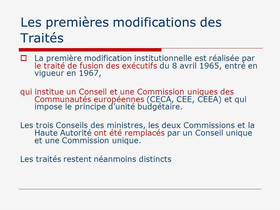 Les premières modifications des Traités La première modification institutionnelle est réalisée par le traité de fusion des exécutifs du 8 avril 1965,