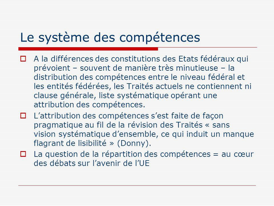 Le système des compétences A la différences des constitutions des Etats fédéraux qui prévoient – souvent de manière très minutieuse – la distribution