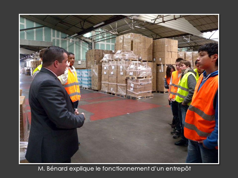 M. Bénard explique le fonctionnement dun entrepôt