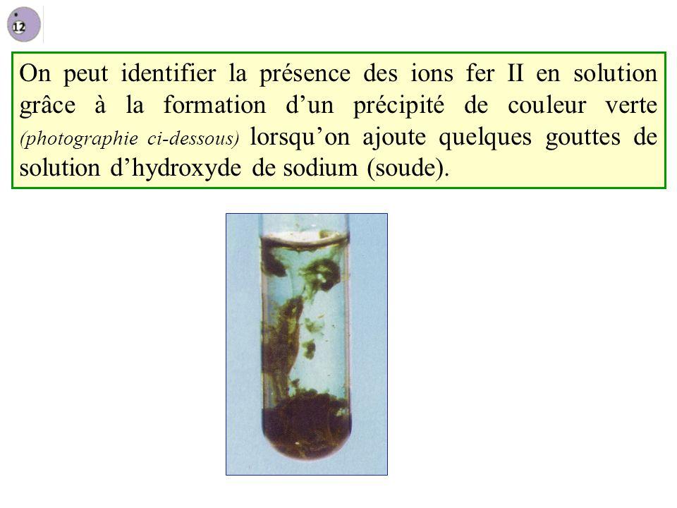 On peut identifier la présence des ions fer II en solution grâce à la formation dun précipité de couleur verte (photographie ci-dessous) lorsquon ajoute quelques gouttes de solution dhydroxyde de sodium (soude).