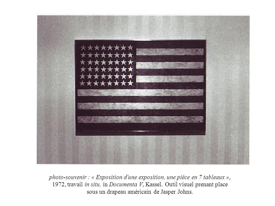 photo-souvenir : « Exposition d une exposition, une pièce en 7 tableaux », 1972, travail in situ, in Documenta V, Kassel. Outil visuel prenant place s