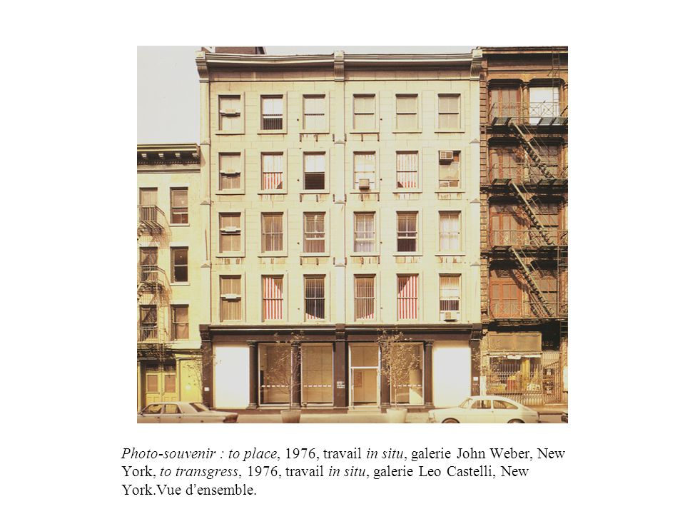 Photo-souvenir : to place, 1976, travail in situ, galerie John Weber, New York, to transgress, 1976, travail in situ, galerie Leo Castelli, New York.V