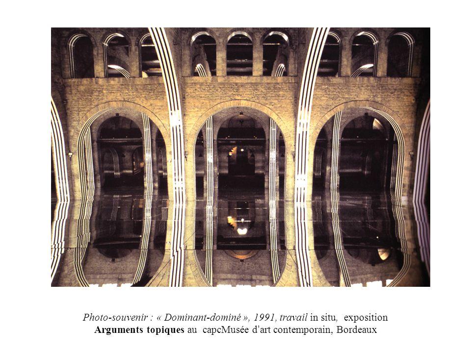 Photo-souvenir : « Dominant-dominé », 1991, travail in situ, exposition Arguments topiques au capcMusée d art contemporain, Bordeaux
