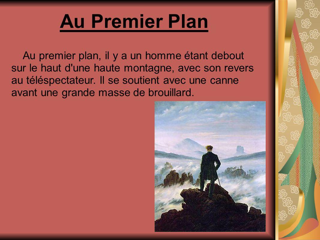 Au Premier Plan Au premier plan, il y a un homme étant debout sur le haut d une haute montagne, avec son revers au téléspectateur.