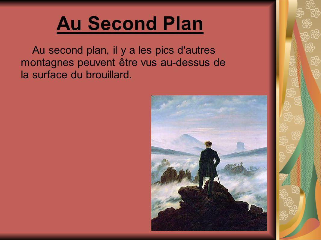 Au Second Plan Au second plan, il y a les pics d autres montagnes peuvent être vus au-dessus de la surface du brouillard.