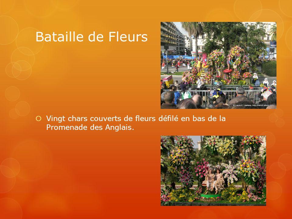 Bataille de Fleurs Vingt chars couverts de fleurs défilé en bas de la Promenade des Anglais.