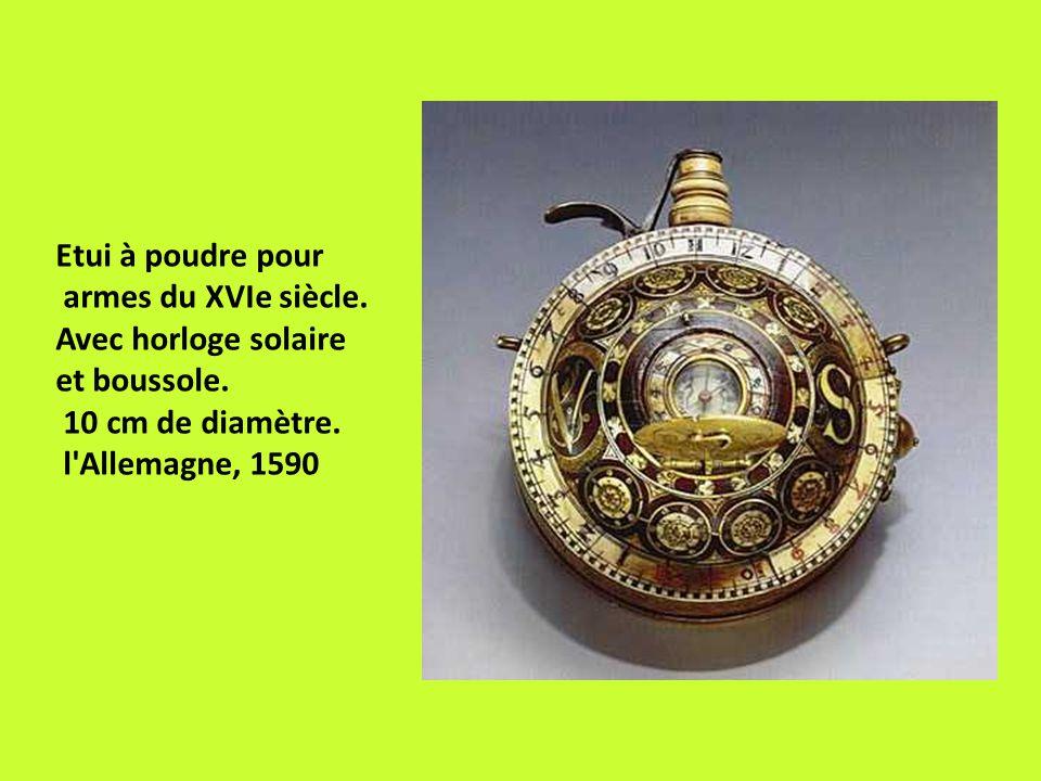 Etui à poudre pour armes du XVIe siècle.Avec horloge solaire et boussole.