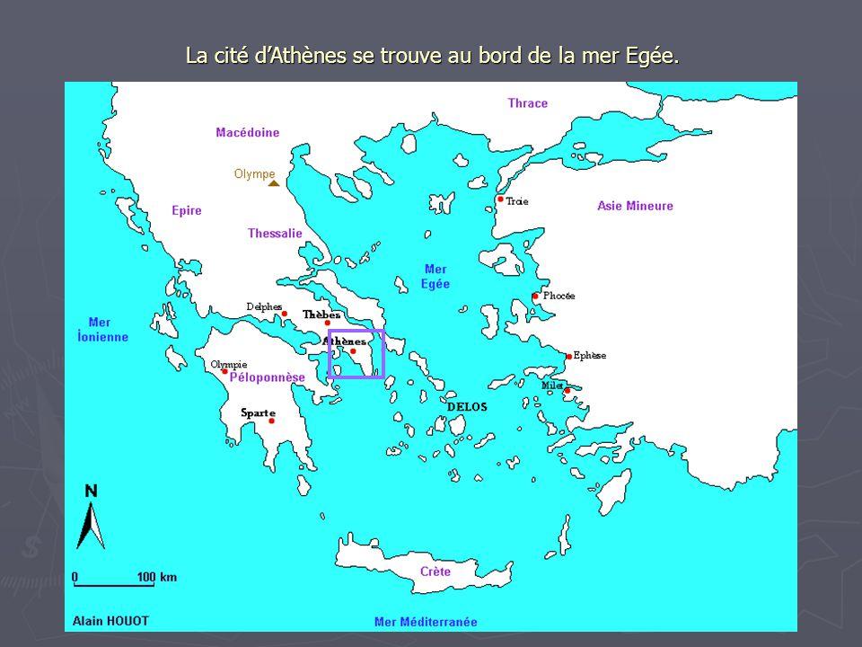 La cité dAthènes se trouve au bord de la mer Egée.