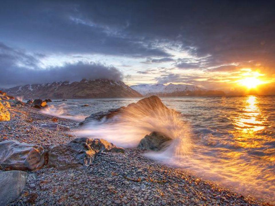 Il y a un spectacle plus grand que la mer, cest le ciel; Il y a un spectacle plus grand que le ciel, cest lintérieur de lâme. Victor Hugo