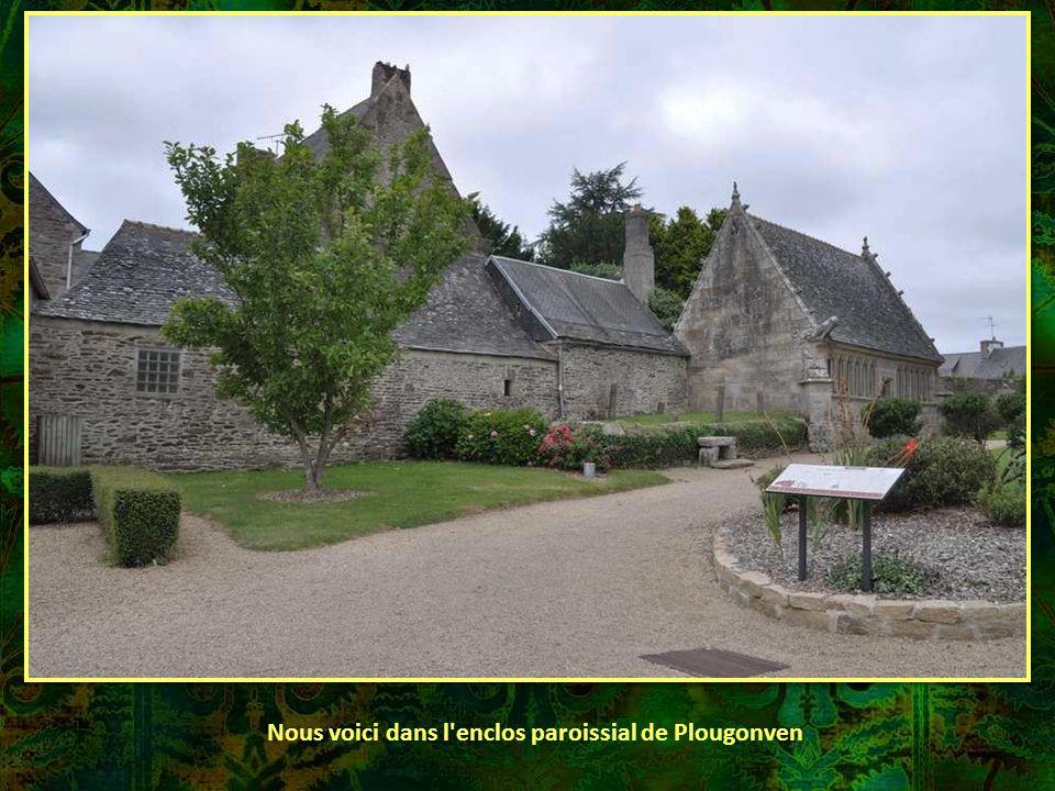 Plougonven, charmante cité du Finistère, semble attendre les visiteurs pour leur offrir un peu de paix et de sérénité…