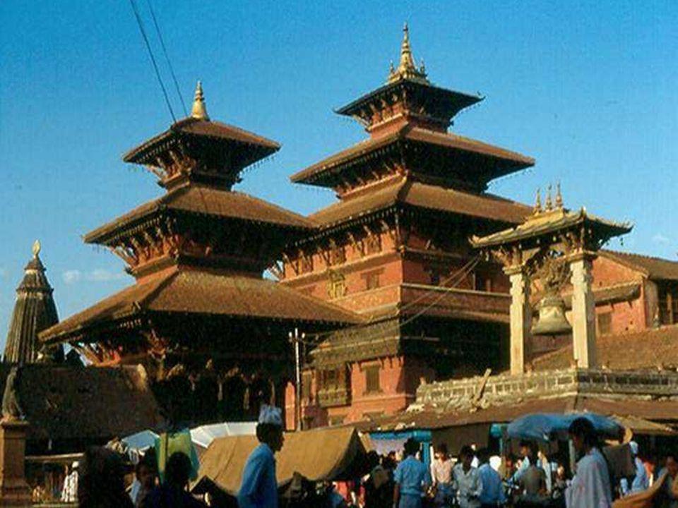 Le Népal fut un Royaume jusquà récemment, où le quotidien y est encore fait dhistoires de rois, de reines et de princesses, de divinités qui se transf