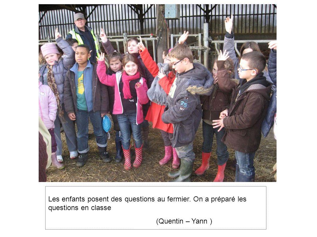 Les enfants posent des questions au fermier. On a préparé les questions en classe (Quentin – Yann )