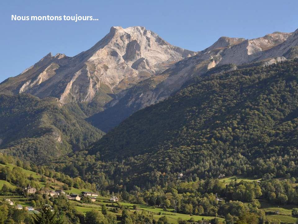 Nos villages de montagne s'étirent dans les vallées, le long des routes…