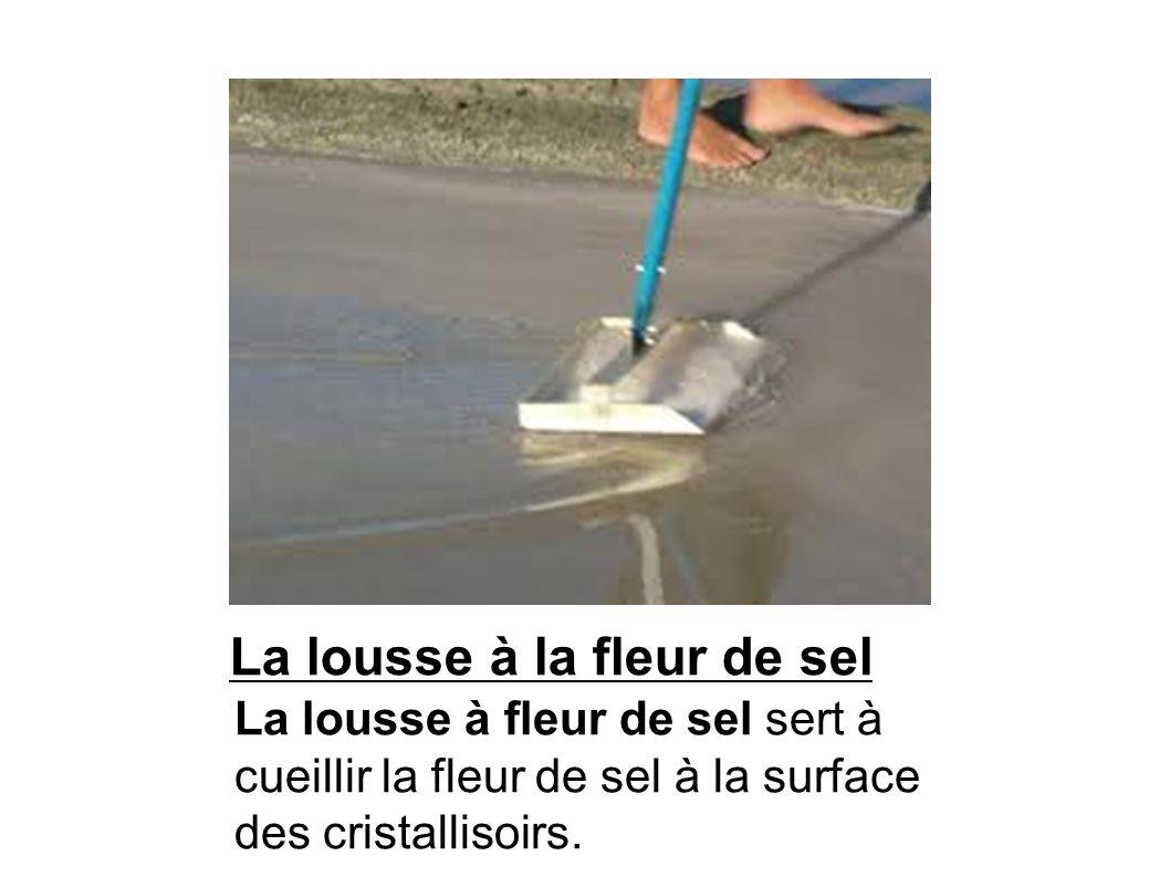 Un boyette ou houlette La boyette (en tôle dacier) est la pelle du paludier utilisée pour certains travaux dentretiens des marais salants.