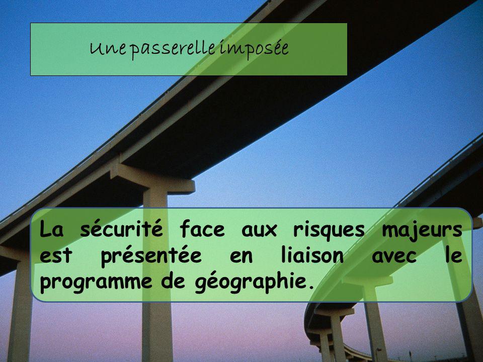 La sécurité face aux risques majeurs est présentée en liaison avec le programme de géographie. Une passerelle imposée