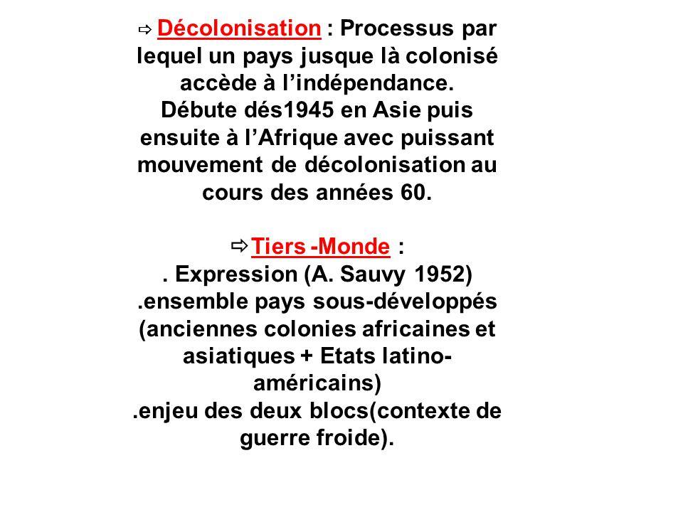 Voyage du général de Gaulle en Côte d Ivoire : le Général accompagné par Félix Houphouët- Boigny (à gauche) à Abidjan le 25 août 1958.