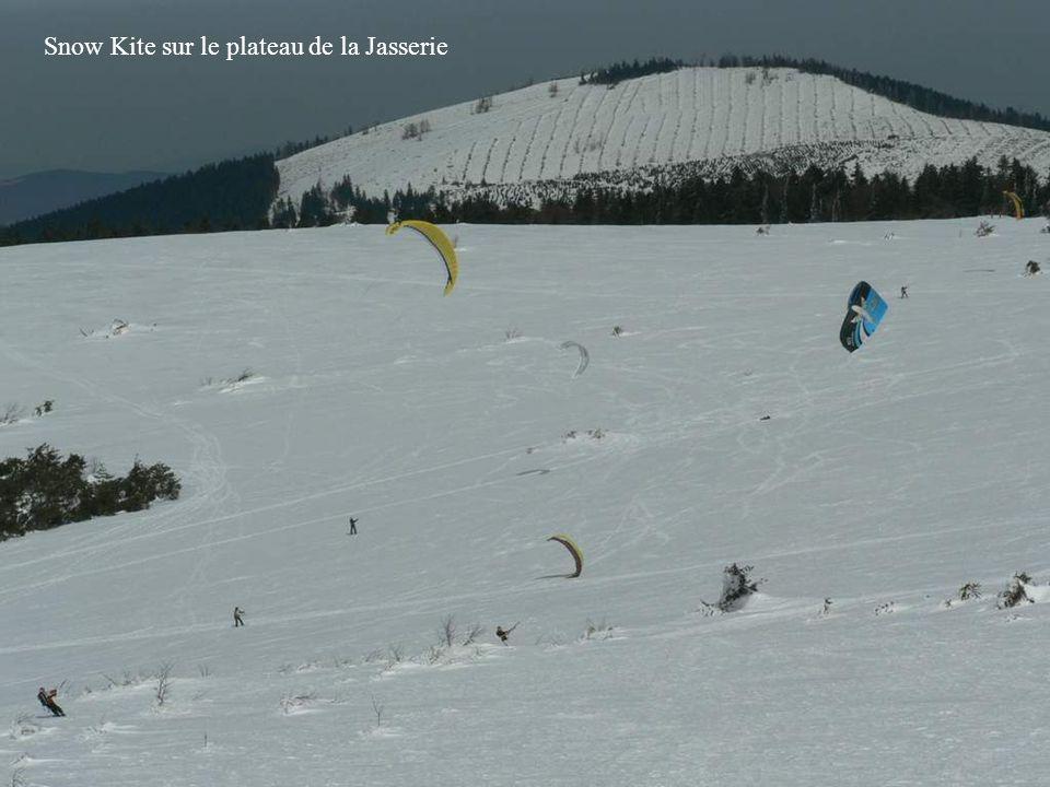 Crêt de Bôte et pylône du crêt de lEtançon…Dans le fond le Mont-Blanc à 190 km