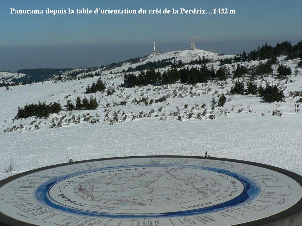 Panorama depuis la table dorientation du crêt de la Perdrix…1432 m