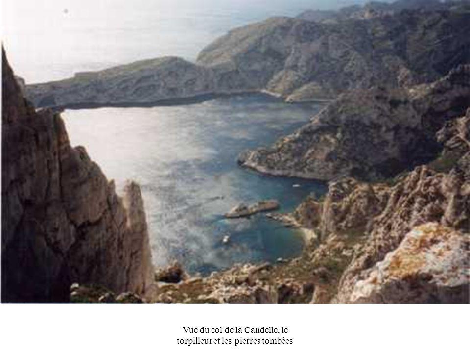 Vue du col de la Candelle, le torpilleur et les pierres tombées