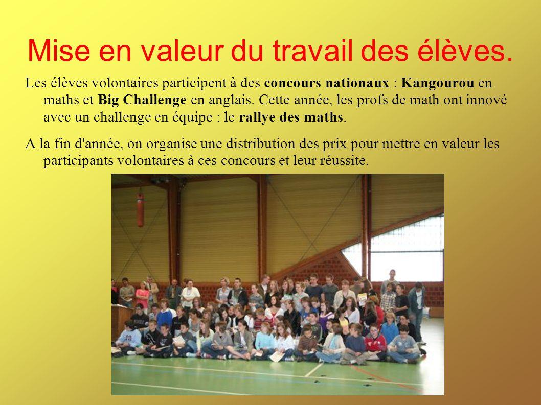 Mise en valeur du travail des élèves. Les élèves volontaires participent à des concours nationaux : Kangourou en maths et Big Challenge en anglais. Ce
