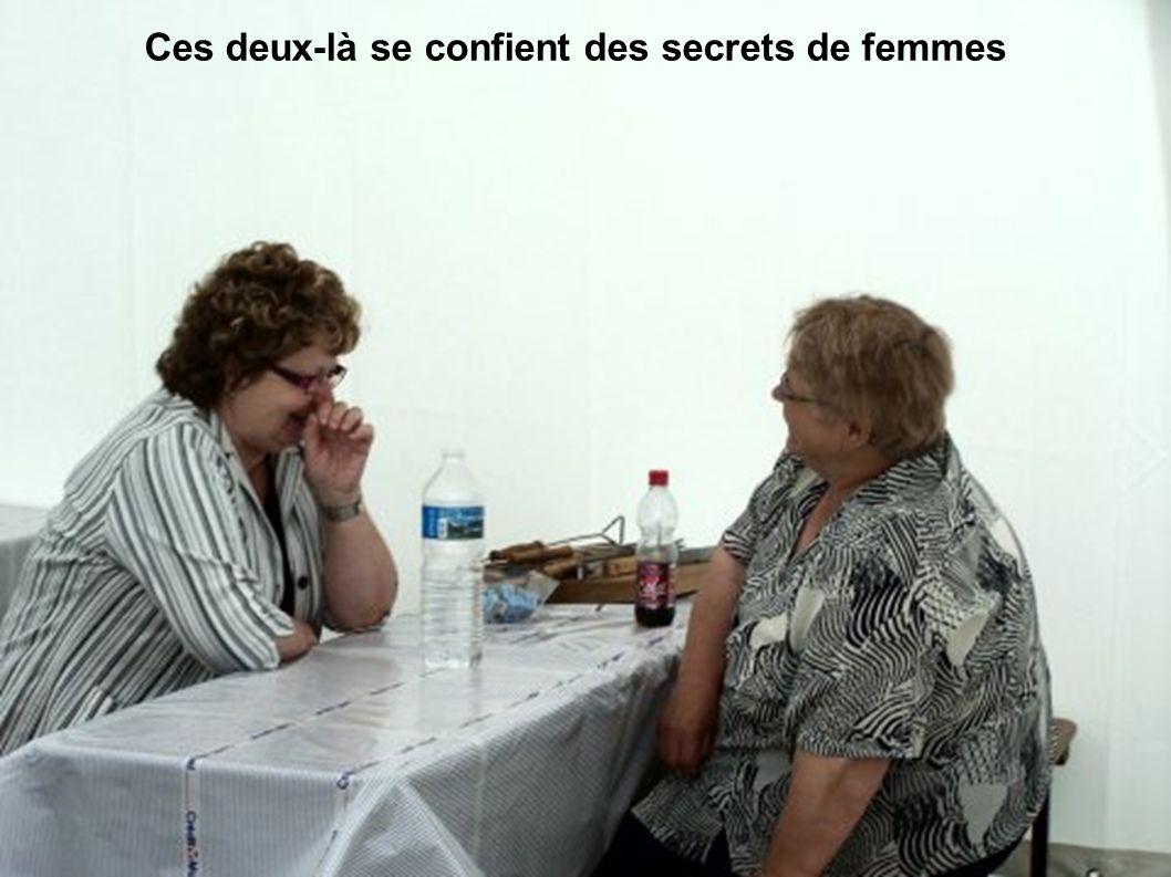 Ces deux-là se confient des secrets de femmes