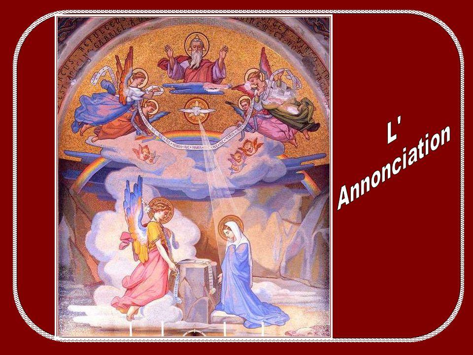 Au moment où je trouvais ces belles photos libres de droit des mosaïques du Rosaire à Lourdes, un de mes correspondants me suggérait de faire une séri