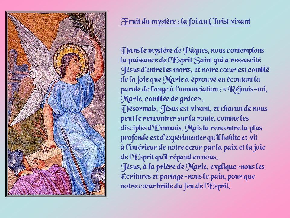 Les Évangiles nous montrent combien il est difficile aux apôtres et aux Saintes Femmes dadhérer au mystère de la résurrection.