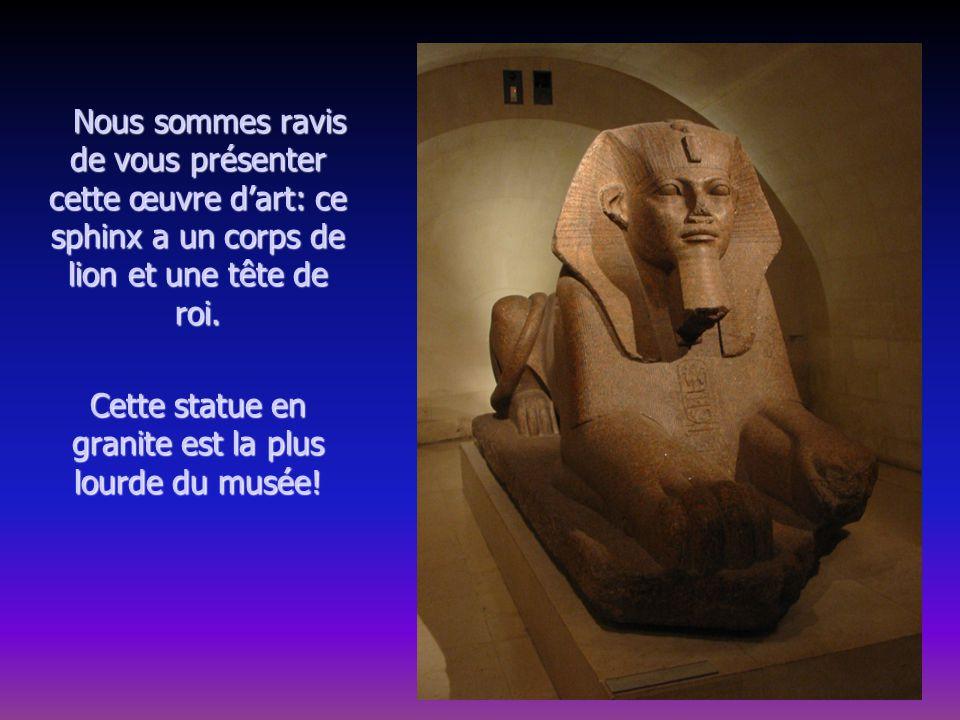 Nous sommes ravis de vous présenter cette œuvre dart: ce sphinx a un corps de lion et une tête de roi.